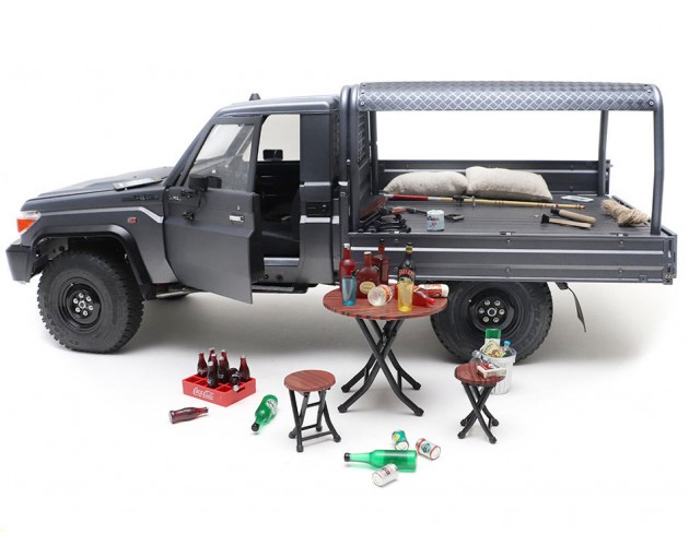 RC Scale Accessories - Sir John Pope Hennessy (4)